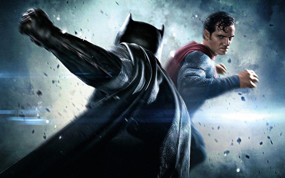 Batman vs Superman Dawn Of Justice Hero Handbook /& Batman or Superman Torch Pen