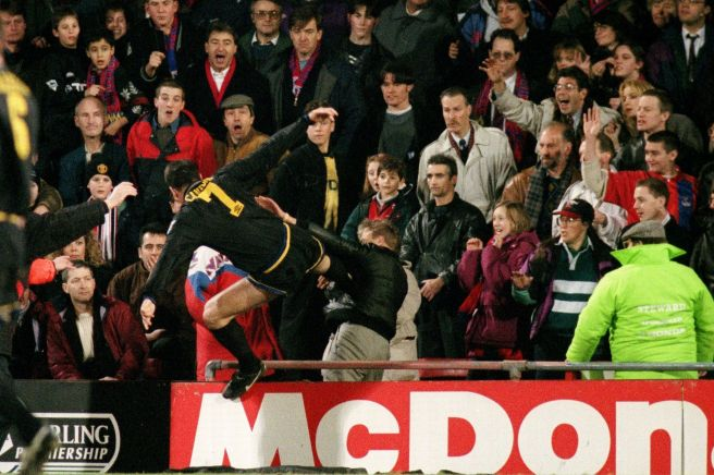 eric-cantona-kung-fu-kicks-crystal-palace-fan-matthew-simmons-1422188268